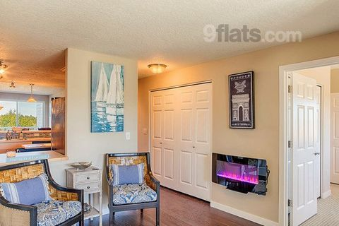 This is a corner unit with lots of natural light. The windows look out on some truly spectacular views. On the third floor you're able to see the mountains far off in the distance as well as the breakers coming in. This condo has two sleeper sofas bo...