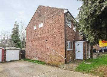 Property Description A three bedroom detached property in Hardwick. The bedrooms will be redecorated and the bathroom has recently been refurbished. The property will be ready from the 8th October. Ideal for a family or a professional couple.