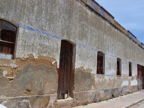 Warehouse to retrieve in excellent location in the beautiful and historic city of Silves.