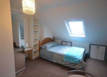 A beautifully presented ensuite double room within a lovely family home shared with the landlord. Shared use of the kitchen, dining room and garden. On road permit parking available via Reading Borough Council, RENT INCLUSIVE OF ALL UTILITIES AND COU...