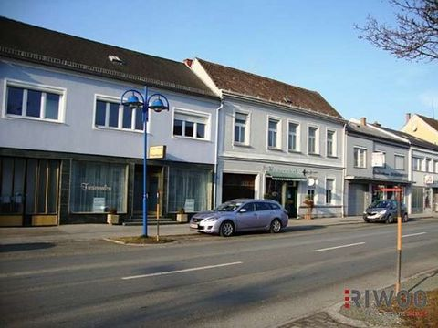 This property is for sale. This 2 level retail is high standing ; it has a livable surface of 329 m². The land has a total surface area of 1539 m². This residence has hardwood floors and tiled floors. This retail contains a kitchen, which is furnishe...