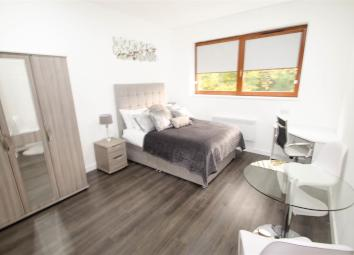 **RENT INCLUSIVE OF COUNCIL TAX, WATER, GAS, WIFI & TV LICENSE**BRAND NEW FULLY FURNISHED STUDIO LOCATED WITHIN WALKING DISTANCE TO HANLEY TOWN CENTRE**VIEWING ESSENTIAL** A newly development located within walking distance of Hanley town centre and ...