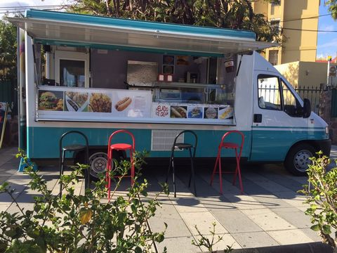 40.000€ Sale Food truck for sale Maspalomas Snack ambulant sale Fiat Ducato 28D completely renovated, light and water bulletin facts super quiet generator current quality machinery all documents are in order to work with several sites already booked ...