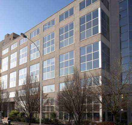 Un immeuble indépendant de bureaux à vendre à VILL