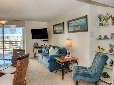 Welcome to the North Hampton 1720. This unit is located on the 17th floor. This spacious unit offers a king size bed and a twin in the master bedroom and a queen and a twin size beds in the 2nd bedroom.