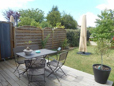 Welcoming, bright, charming, new, perfectly arranged and maintained, are the first qualifiers to talk about this property! It is a contemporary townhouse in the center of La Brède, which means you will go for bread and go shopping! On a plot of 250 m...