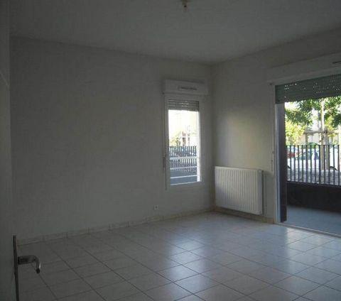 Location T2 La Riche. A louer appartement 2 pièces dans le centre ville de la Riche. Dans une résidence récente ce logement situé au RDC se compse d'un grand séjour avec accès à la terrasse, une cuisine aménagée et équipée, une chambre avec placard. ...