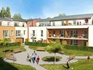 Au Mans, das la résidence EKYNOX, Maison neuve M2 de type T4 de 75 m² environ avec jardin de 44.51m² et une terrasse de 5m². Comprenant au RDC une entrée, un séjour avec cuisine de 23m² environ, rangement et WC. A l'étage : 3 chambres, une salle de b...