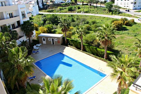 Located in Lagos. This large, modern, 2-bedroomed apartment is located in the Quinta Da Abrotea development. Quinta Da Abrotea Lagos has a large pool, a great sunbathing area and is perfectly located on the edge of town. Sleeps 6. the apartment was b...