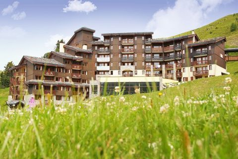 Résidence Le Centaure is located directly near the ski lifts and pistes (300 m), in the quiet and beautiful Belle Plagne neighbourhood. The centre with several bars, restaurants, outdoor cafes and shops is about 300 m away. In the wellness centre of ...