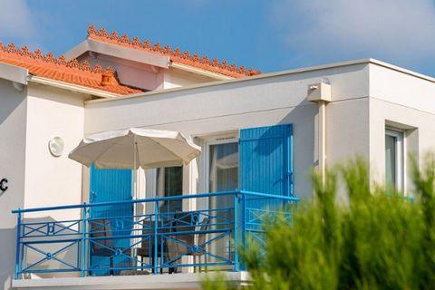 La charmante station balnéaire de Saint-Palais-sur-Mer se trouve à environ 10 km de Royan. Elle se trouve entre la Vendée et la Gironde. Un endroit de vacances idéal pour découvrir les nombreuses curiosités de la Charente-Maritime. Depuis Royan, un f...