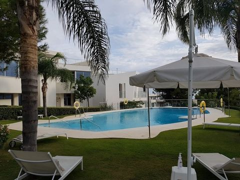 Stunning contemporary 3 bedroom townhouse located in the exclusive urbanisation of Meisho Hills in Sierra Blanca. Spacious house with luxurious and innovative design throughout using the finest quality fittings and furnishings, including intelligent ...