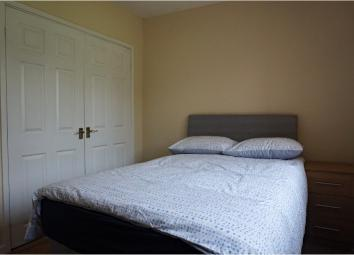 * AVAILABLE NOW * Double bedroom with fitted wardrobes in a newly refurbished six bedroom detached house in Oldbury, located close to local amenities and transport links. The room benefits from having brand new furniture throughout as well as access ...