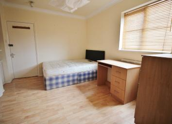 RENT INCLUDES COUNCIL TAX & WATER RATES (electricity is additional and on a £1 meter) This is a good size, 1st floor studio flat that is ideally situated within walking distance to local bus stops and Highgate Woods, as well as Highgate Station being...
