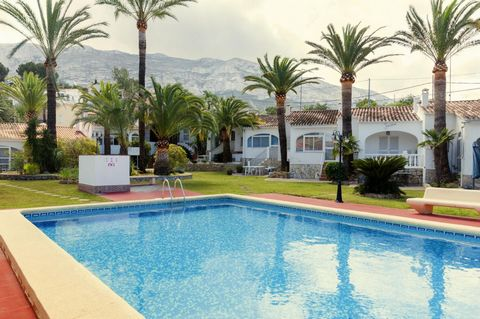 This charming detached house, located in Denia, is suitable for 4 people.Enjoy and cool off in the shared chlorine pool of 11m x 6 m, and a depth from 1.6 m to 2.2 m, during the hottest days and then relax on sun loungers. You can access to the pool ...