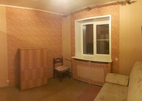 Продается 2 комнатная квартира в среднем состоянии, имеет( окна ПВХ, изолированные комнаты, совмещенный с/у) развитая инфраструктура в шаговой доступности , общественный транспорт в 5 минутах от дома
