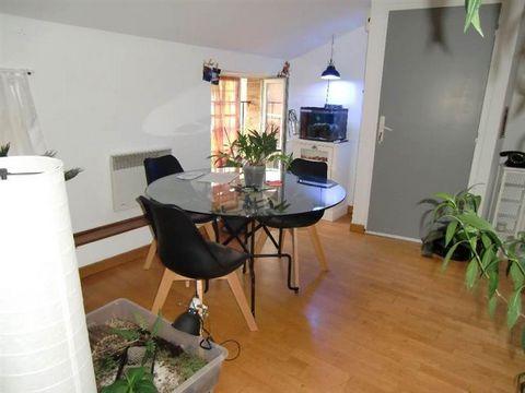Au coeur de Gaillac situé au 3ème étage, cet appartement de 62m² sera vous séduire par son agréable pièce à vivre traversante, sa cuisine et son cellier, ses deux chambres, sa salle de bains, wc séparés et un garage. Tous les commerces sont à côté ! ...