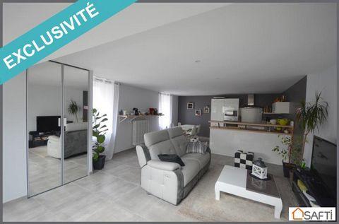 En exclusivité, dans le quartier très recherché de L'Albinque, je vous présente cette jolie maison de ville d'environ 96 m2. Au rez de chaussée, vous trouverez une belle pièce de vie de 42 m2 avec cuisine ouverte toute équipée (four, micro onde, lave...