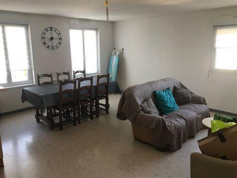 A LOUER, VILLE DE CAMBRAI ! Appartement en duplex, 3 pièces de 70m² situé au deuxième étage d'une résidence calme et sécurisée. Cet appartement vous offre : - Une grande pièce à vivre lumineuse avec cuisine ouverte - Deux chambres - Une salle de douc...