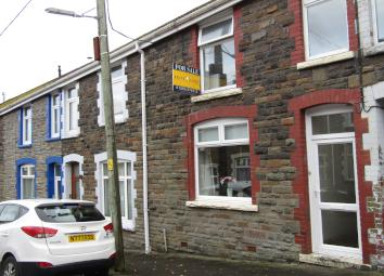 We are pleased to offer this spacious and attractive 3 bed property situated in Cwmaman Aberdare. It comprises of 3 nice sized bedrooms, a modern kitchen, bathroom and a large living / dining area. It benefits from gas combi central heating and UPVC ...