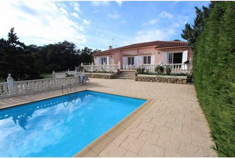 Cette propriété 4 pièces à vendre à Argeles Sur Mer de 165 m² avec une vue dégagée est situé sur un secteur calme et recherché.Ce ravissant T4 saura vous séduire par sa pièce à vivre lumineuse de plus de 60 m² qui s'ouvre sur une terrasse exposée sud...
