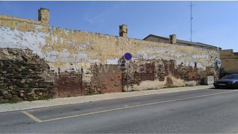 Warehouse in ruin with demolition permit and construction of building. Situated in the historical district, near the Guadiana river which allows easy access to all kind of services and trade.