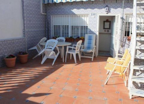 Bungalow in Torrevieja Torretas area: In one of the quietest areas of Torrevieja, close to all kinds of services (police, fire, shopping malls such as Carrefour and C.C. Habaneras, etc.). Additional Information: (80m2) surface, (20m2) terrace, 4 doub...