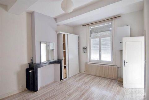 Douai - Au coeur de ville - Bel appartement dans immeuble de style, F2 de 65 m2 avec cuisine aménagée. Rénové