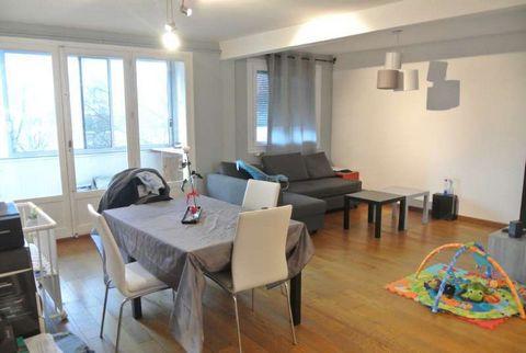 Les Alpins, T3 de 63m² au troisième étage d'une petite copropriété au calme avec espaces verts. Il se compose d'une cuisine équipée ouverte sur un séjour double, donnant accès à une grande loggia, deux chambres dont une avec placard, salle de bain et...