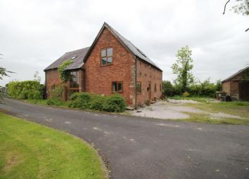 This exquisite barn conversion offers stunning views set in an exclusive location on a large plot. A short drive away from major commuter links to Preston City centre and the motorway network along with ease of access to schools, shops and the Royal ...
