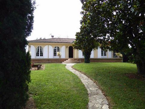 Votre agence immobilière ERA Montauban 82000 vous propose à vendre un petit coin de paradis à 5 minutes de la voie rapide avec un accès direct sur Toulouse 31000. Cette maison de construction traditionnelle , parfaitement entretenue, développe 130 m²...