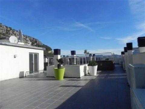 Apartamento en Adsubia, Pego, 3 dormitorios, 2 baños, cocina completa, amueblado, ascensor, piscina comunitaria, garaje, hermosas vistas.