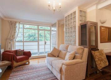 Oozing in 'Art Deco' charm is this stylish 1 bed studio apartment in the Heart of Richmond and comes with its own balcony with an option for a parking 1 car! Fantastic location, very close to Richmond tube Station, all within just minutes walk to the...
