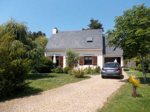 A 500 m de la côte et 3 km de Piriac-sur-mer, belle maison de 104 m² entièrement rénovée en 2005 avec matériaux de qualité (fenêtres et volets alu). Sur terrain paysagé, arboré et clos de 978 m². Quartier calme, mais habité à l'année. Rez de chaussée...