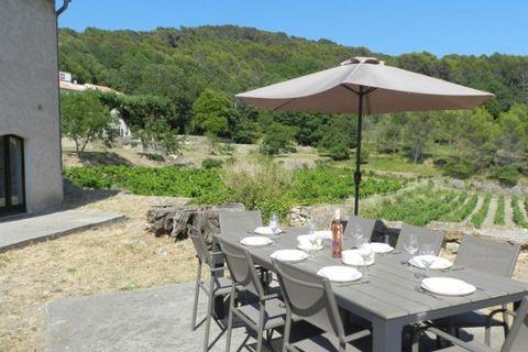 Au coeur d'un domaine viticole de 21ha, idéal pour s'initier à l'oenologie et découvrir l'arrière-pays varois. Grande propriété