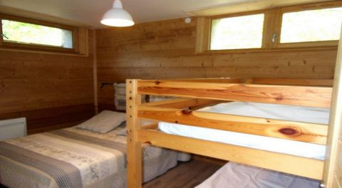 The residence Le Seillon is a small residence situated at the upper part of Champagny-en-vanoise resort, in Planay district. It is located 400 m from the ski lifts, ski slopes, ski school and the village center. The first shops are 50 m from the buil...