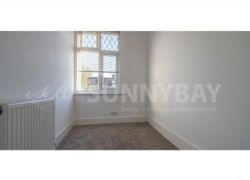 3 Bedroom terraced house with garden, 2 double bedroom, 1 single room. A family bathroom with 3 piece suite and a large walk in shower. The property further benefits from newly painted and own private garden space. Nearest stations are Seven Kings, I...
