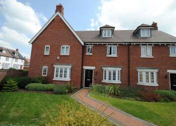 Stunning 3 Bedroom Executive Home Located on the David Wilson Estate within the popular village of Barrow Upon Soar. The property comprises entrance hall, lounge with bay window, fully fitted kitchen with double oven, and adjoining dining area with p...