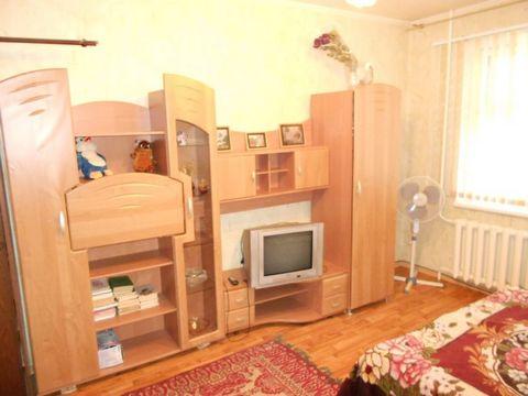 Квартира в хорошем состоянии с мебелью и техникой . Оплата + счетчики + услуга агентства 2500 рублей .