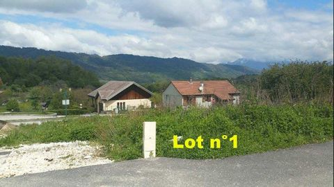 In the village of Arvillard, close to La Rochette (2 kms) and with quick access to Pontcharra (12 kms) beautiful building plot of 458m 2 (lot n o 1) in a privileged setting enjoying a beautiful exposure. Price: Agency fees included - seller&#39 s com...