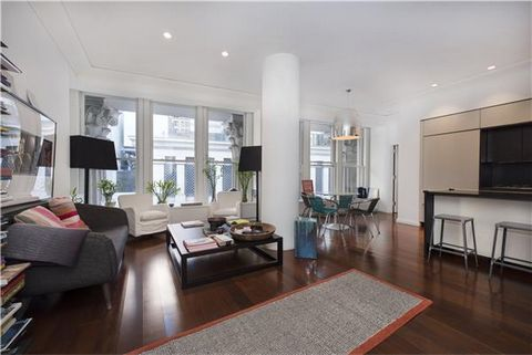 New York - Manhattan - Financial District. Welcome to the most characteristic and sought after apartment in the Cipriani Building with its Wall Street exposure, Roman Columns architectural details and split two bedroom / two bathroom open floor plan....