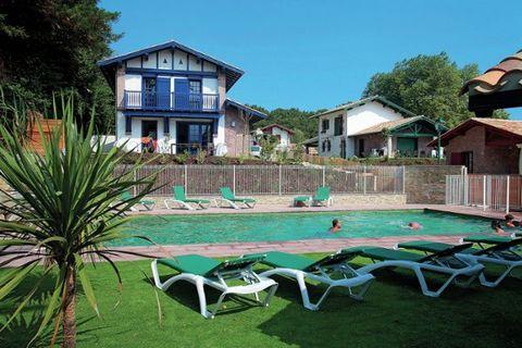 Le parc résidentiel spacieux et confortable du Domaine de Lana contient quatorze villas de haute qualité. Elles se trouvent au coeur d'une merveilleuse nature verdoyante avec une magnifique vue sur les Pyrénées. Étant donné que la mer est tellement p...