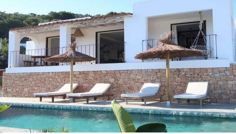 Beautifully renovated villa for sale in Cala Llonga, Ibiza. This beautifully renovated villa is located in a quiet area close to the beach of Cala Llonga. Set on a plot of 635m2 and with amazing views. This small villa is built with eye for detail, h...