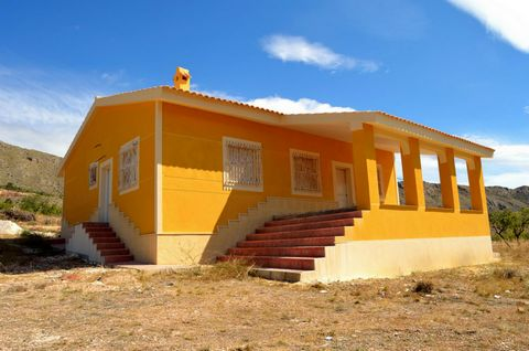 10.000 m2 plot - new house 165 m2 - 3 bedrooms - 2 bathroom - living room - kitchen - terrace - electricity - water - with fantastic views - 5 min from town by car - 35 min to Alicante, airport and beach.