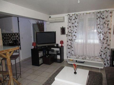 LE GRAU DU ROI (30) à vendre centre ville rive gauche T3 de 48 m², 1er étage d'une résidence qui en compte deux - 2 chambres - séjour-cuisine équipée - salle d'eau wc - faibles charges - 200 mètres de la plage - commerces écoles - facilités de statio...