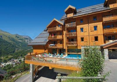Ce parc de vacances est situé entre le charmant village de Valloire et des remontées mécaniques, face au mont Gallibier. Il se trouve à seulement 10 à 200 mètres des pistes de ski, dans la partie sud des Alpes du Nord. Dans le centre du village de Va...
