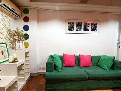 The Space This apartment has everything you need for a well-done vacation in Hong Kong. Comfortable, clean, quiet and centrally located steps to the subway, Jordan.
