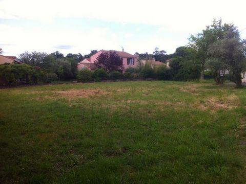 ALES, quartier du Bas Brésis, beau terrain de 1310 m² classé en zone U2 du PLU (coef. d'emprise au sol de 0,3). #vente#Ales#parcelle constructible#terrain constructible#annonce immobilière#terrain à vendre