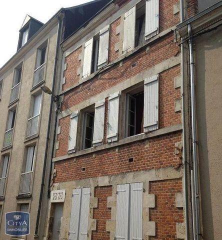 Vous serez bien installé dans ce studio idéalement situé dans une petite copropriété au coeur d'Orléans dans le quartier du Théâtre, à proximité des commerces et des transports. Vous disposerez d'une terrasse privative dans une cour fermée, ce qui vo...