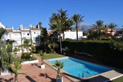 Studio avec le meilleur emplacement par le casino et en face du port entouré de toutes commodités et bars et restaurants. Cette propriété de 1 chambres et 1 salle de bains à Nueva Andalucía avec un grand potentiel pour son emplacement. Il se trouve à...